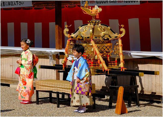 Photo:Age celebration - Sumiyoshitaisha Shinto Shrine, Osaka, Japan By Geoff Whalan