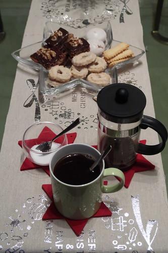 Morgendlicher Kaffee und Weihnachtsgebäck