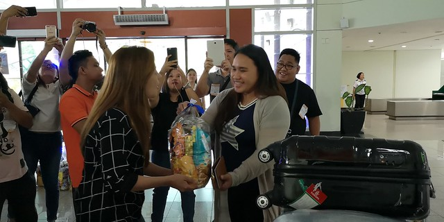 Globe Christmas Surprise Salubong of BalikBayans at the Francisco Bangoy International Airport IMG_20181218_164143_4