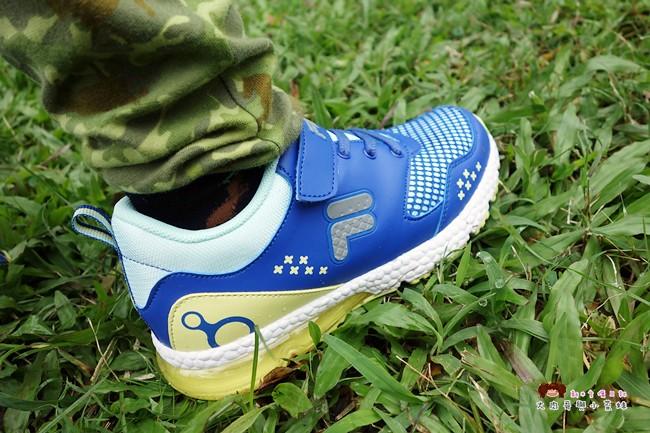 FILA 兒童氣墊慢跑鞋 足弓支撐鞋墊 (1)