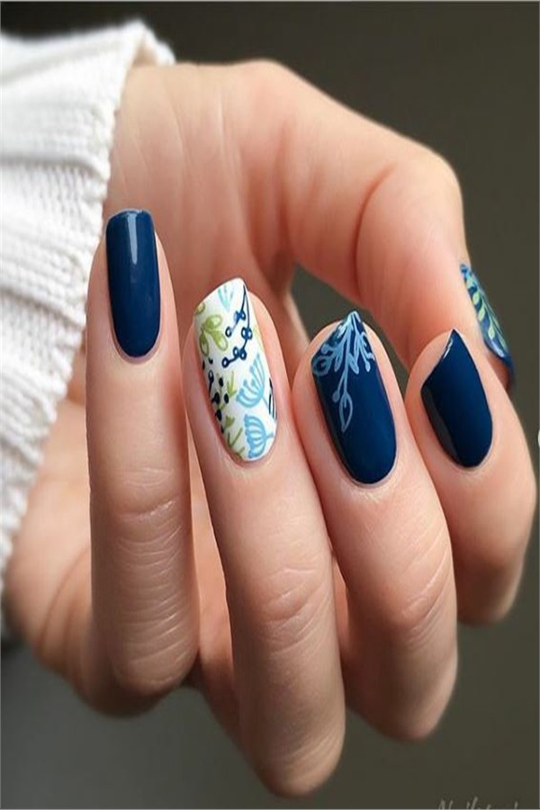 Top 33 Amazing Blue Nail Art Designs Ideas #Christmas_nails #blue_nails #nail_art_designs #winter_nails #holiday_nails