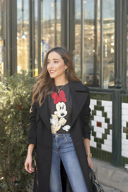black trench coat amazon fashion minnie t-shirt louis vuitton bag uterqüe street style outfit 201913