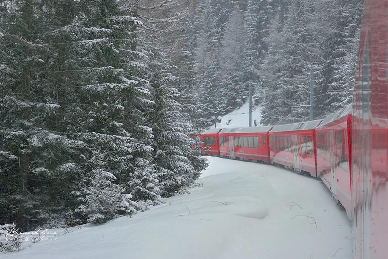 Avant Preda,  Bernina Express, Glacier Express par  Bernard Grua - Rhätische Bahn, Chemins de fer rhétiques