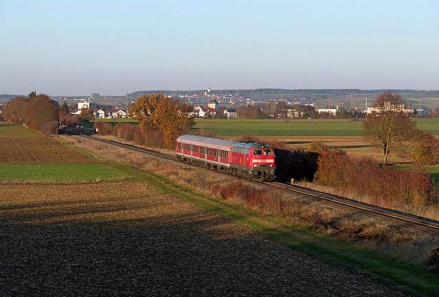 218 495 auf spätherbstlicher Brenzbahn, Nikon D500, Sigma 50-150mm F2.8 EX APO DC HSM II
