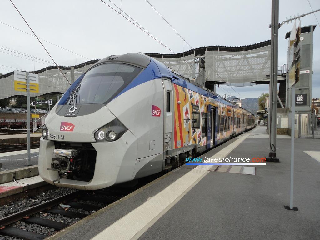 Le Régiolis B84601-B84602 d'Alstom Transport en gare d'Aubagne le 2 novembre 2018