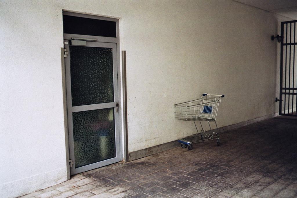 Einkaufswagen emptiness