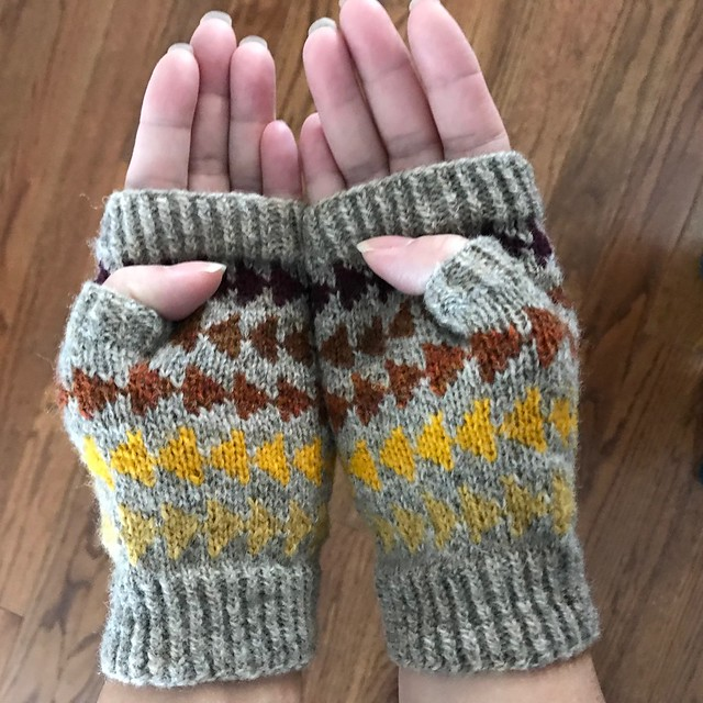 My finished Follow your Dreams fingerless mitts kbit with Jamieson & Smith 2 Ply Jumper Weight yarn