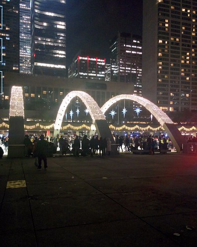 Arches (4) #toronto #torontocityhall #nathanphilipssquare #night #christmas #christmaseve #arch #latergram