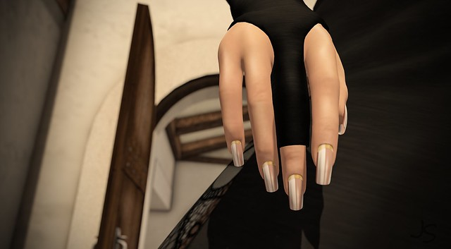 Nude Lines Gold Glossy Nails