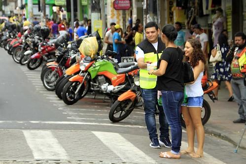 06.12.18.Orientação de trânsito para pedestre