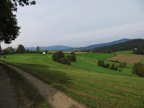 20170928 01 641 ostbay Berge Feld Wald Wiese Herbst Bäume Hütte Weg