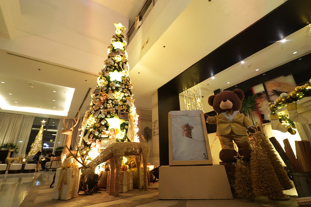 Seda Abreeza's Christmas curated with colors of gold and silver (1)