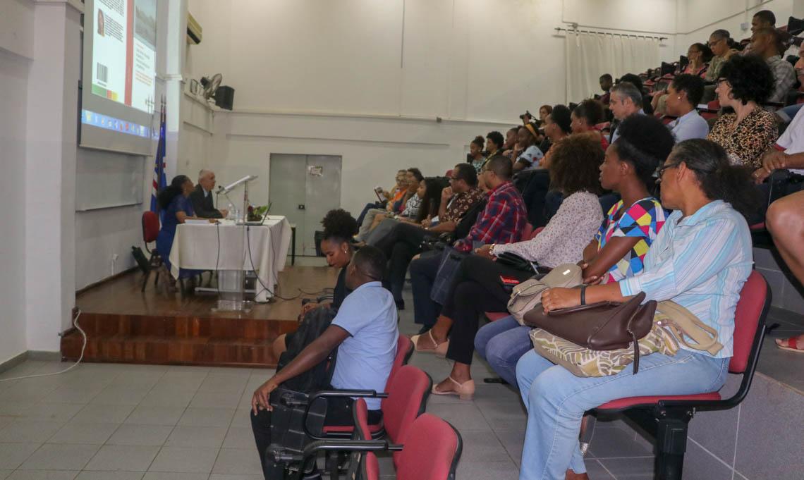 """Docente da fcsha apresenta obra """"Cabo Verde: Educação Linguística e Internacionalização de Competências"""""""