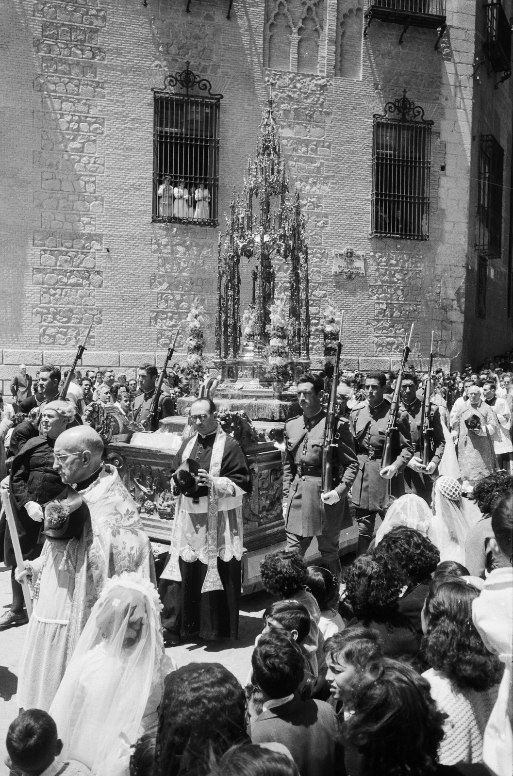 Cuestodia de Arfe en la Procesión del Corpus Christi de Toledo en 1955 © ETH-Bibliothek Zurich
