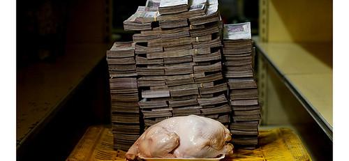 在首都卡拉卡斯的市場中,若想買到一隻2.4公斤的全雞,得拿出1460萬玻利瓦,但僅相當於2.22美元,約台幣67元。