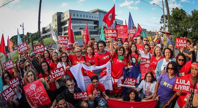 Militância da Vigília Lula Livre em frente a Superintendência da Polícia Federal no dia 6 de dezembro - Créditos: Ricardo Stuckert