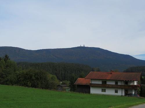 20170928 01 396 ostbay Berg Herbst Wald Wiese Türme Haus