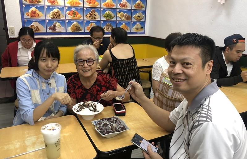 環保阿嬤與女兒女婿孫女約會西門町魔法咖喱 (27)