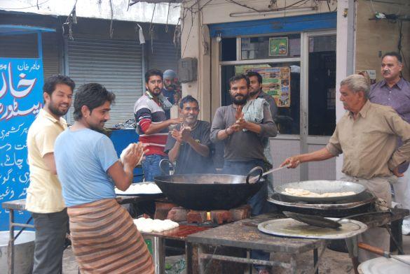 DSC10006IndiaAmritsarSomethingsCooking