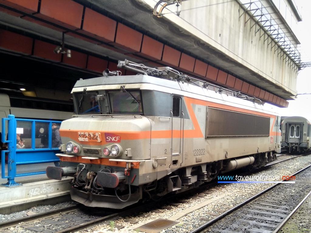 La locomotive électrique BB 22322 SNCF en gare de Marseille Saint-Charles