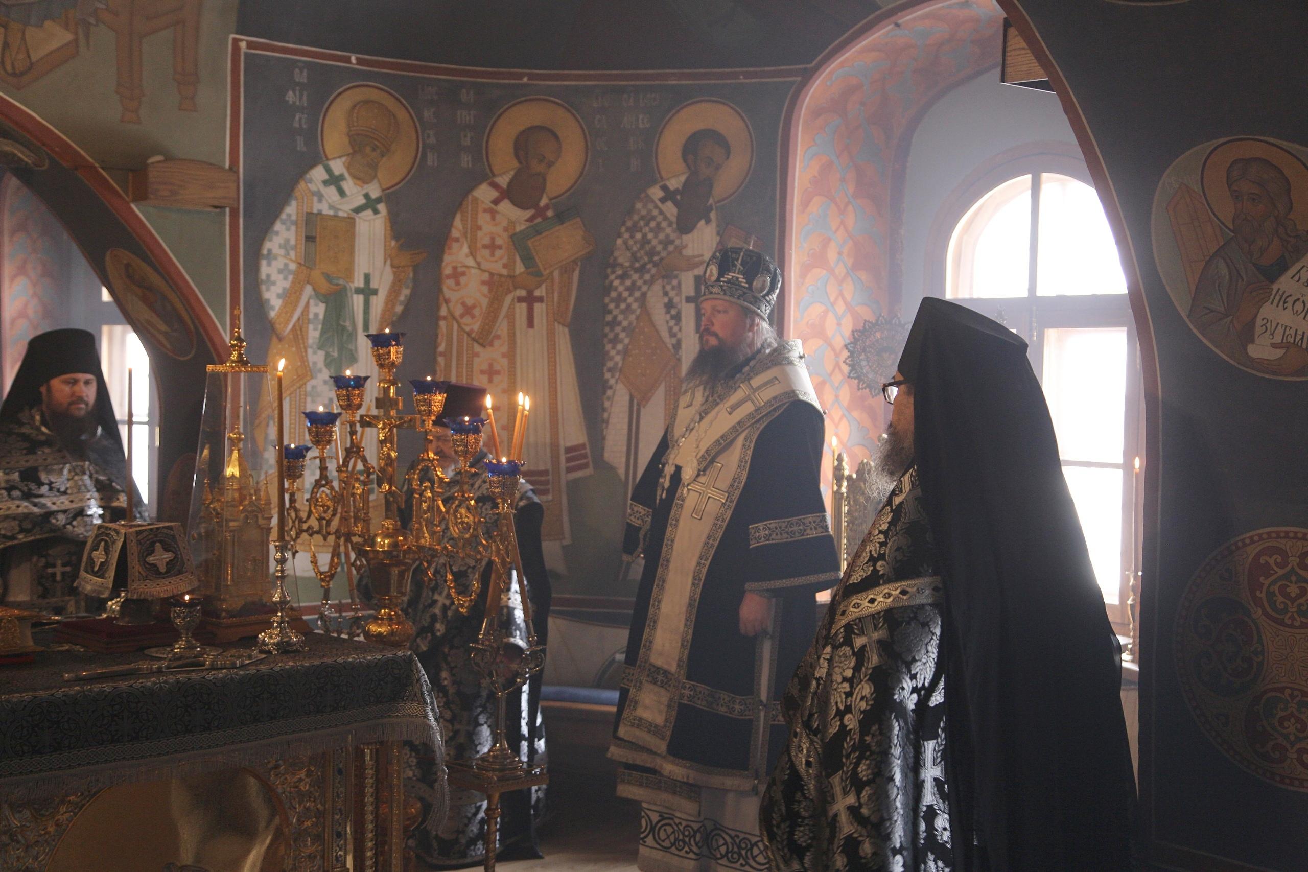 В Новоспасском монастыре совершили первую в этом году Литургию Преждеосвященных Даров