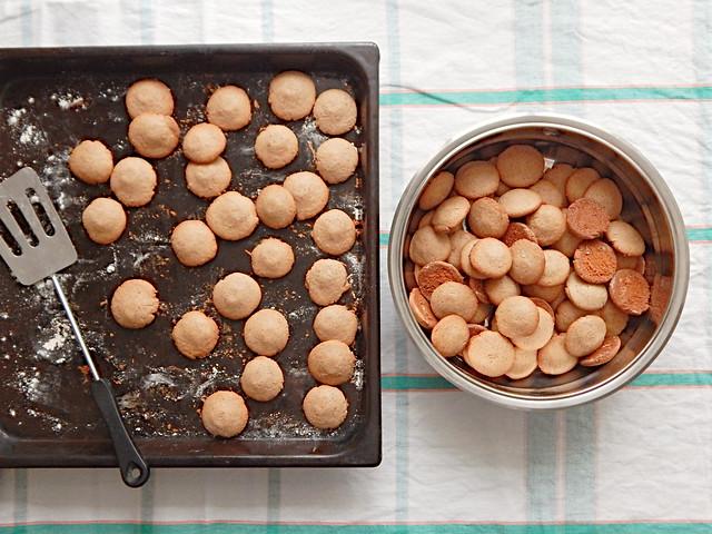 печенье имбирное на карамельной патоке