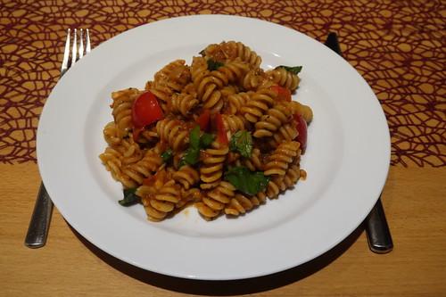 Spiralnudeln mit Tomaten-Zucchini-Mozzarella-Soße