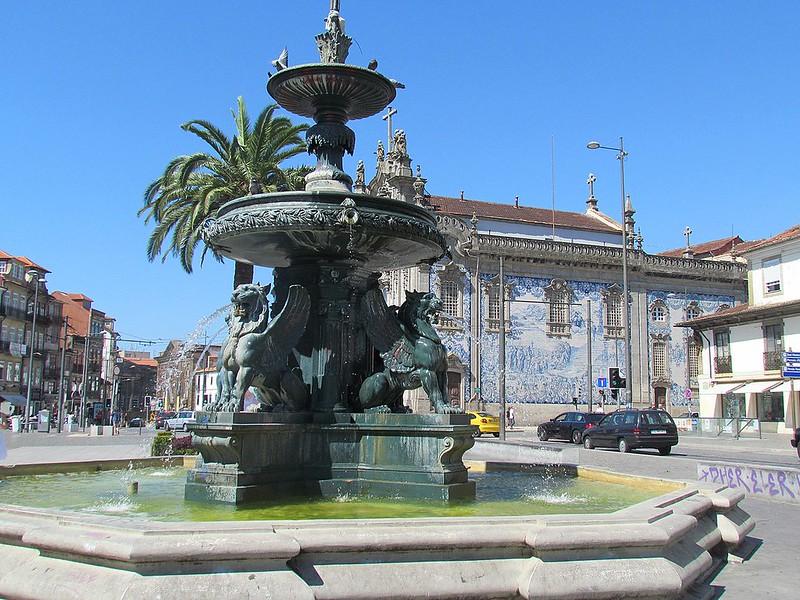1280px-Porto,_Fonte_dos_Leões_(1)