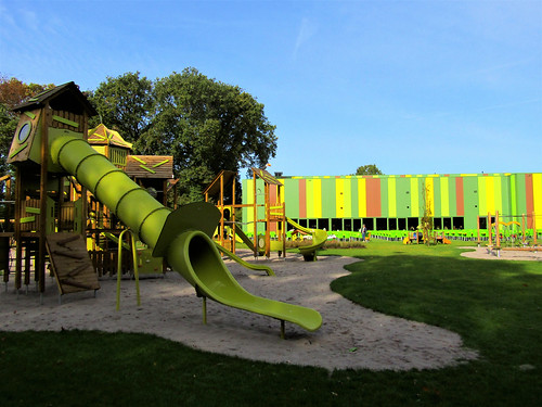 outdoor playground in Tarzan en Jane