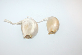 11 - Zutat Knoblauchzehen / Ingredient garlic gloves
