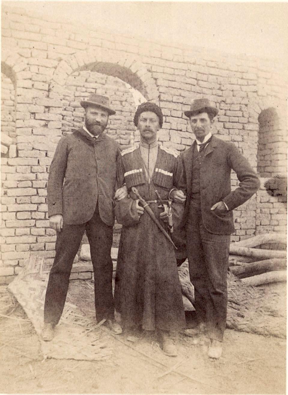 Мерв. Денисов (в центре), Лорин (слева) и я (справа)