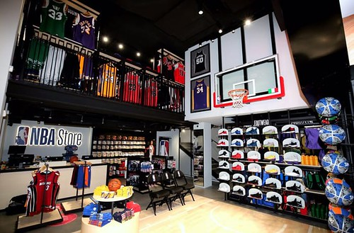 Nba Store Milano 3 (Nba italia Twitter)