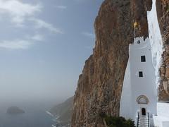 Amorgos: Hory a bělostný klášter Hozoviotissa nad modrou hlubinou