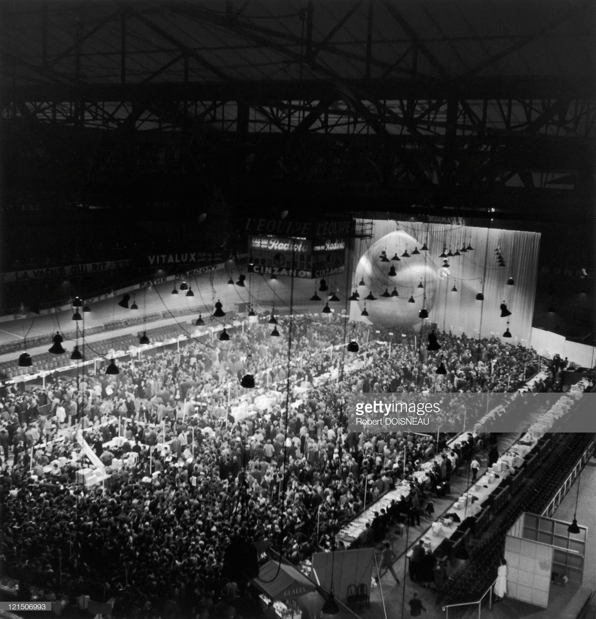1955. Заседание Коммунистической партии в  Вель-д'Ив, Париж, 11 ноября