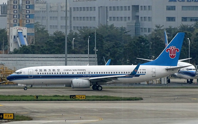 China Southern Airlines Boeing 737-800 B-1916