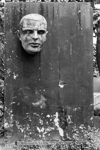 Walled head.