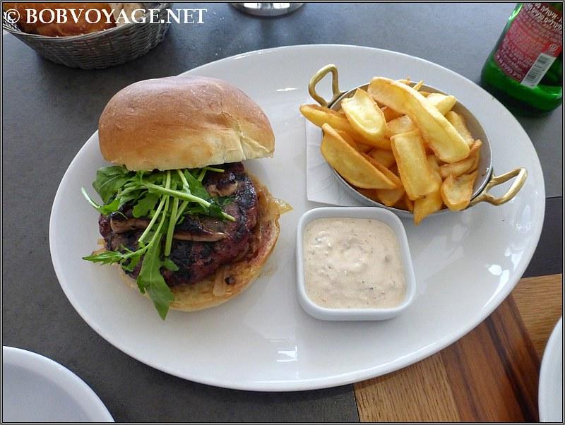 המבורגר וכבד אווז ב- hola - הולה