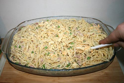 30 - Nudeln & Guss vermischen / Mix noodles & yoghurt sauce