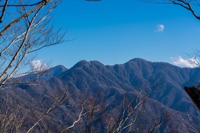 檜洞丸の左奥に蛭ヶ岳