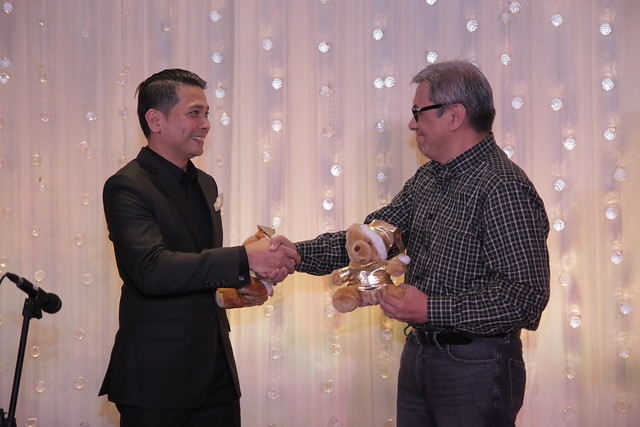 GM Ken Kapulong and Smile Train Project Manager Jun Grimares exchange bears as symbol of partnership (1)