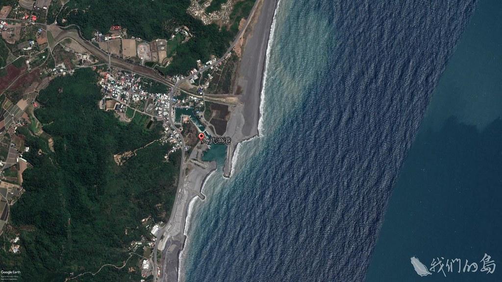 984-1-6 2018年大武漁港衛星照片,沙子逐漸回補,南岸逐漸往外延伸,但是淤沙也回堵到大武漁港。