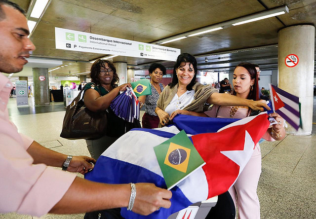 More than 400 of the 1,400 Cuban doctors who worked in São Paulo started to return home on Saturday - Créditos: Karina Zambrana