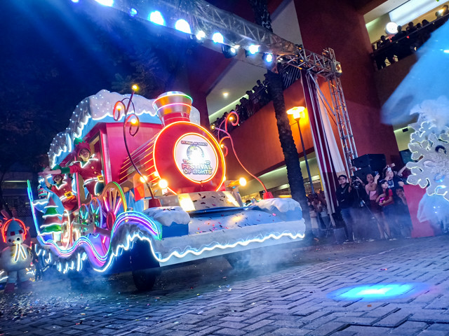 Enjoy a Winter Wonderland Lights Parade every Weekend at SM MOA