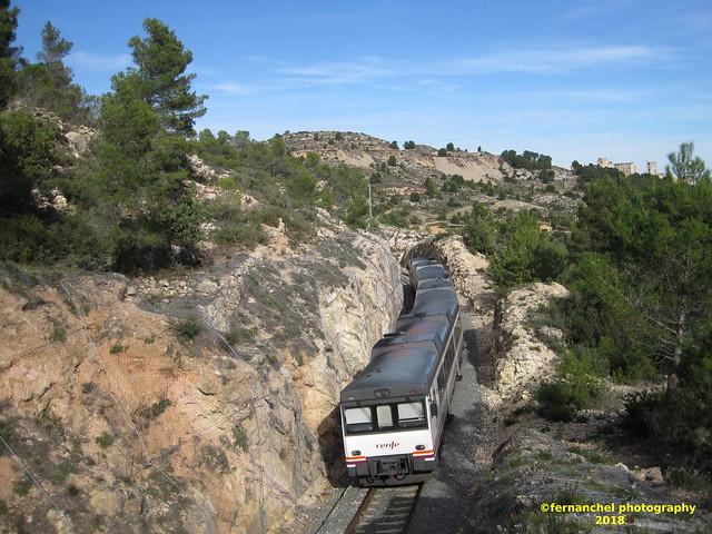 Tren de media distancia de Renfe (Regional Madrid-Valencia)a su paso por BUÑOL (Valencia)