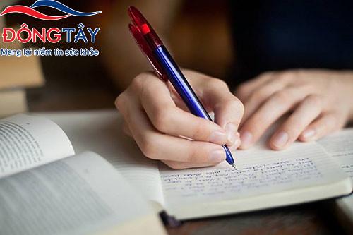 Bị run tay khi viết là bệnh gì, cách chữa như thế nào?