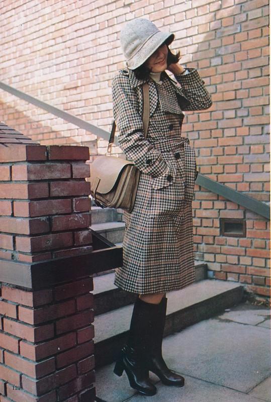 この冬新鮮なコートたち renown fashion : 「婦人画報」1975年1月号、121頁。