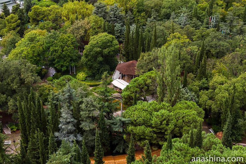 Вид на зеленую зону с зоопарком, Ялта-Интурист