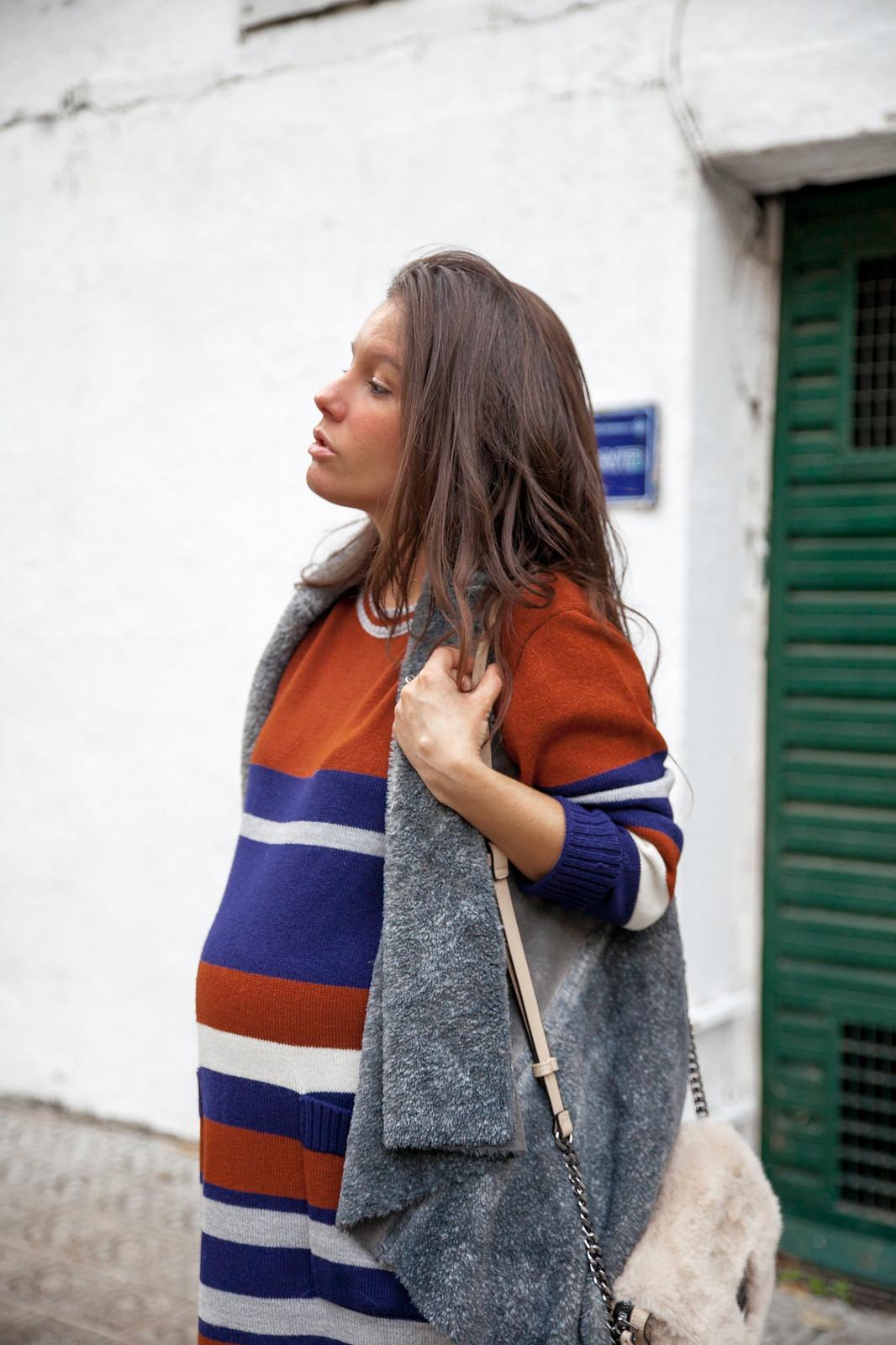 08_como_combinar_Vestido_rayas_punto_chaleco_look_embarazo_tercer_trimestre_theguestgirl_fashion_influencer_fashion_portugal_brand_ruga