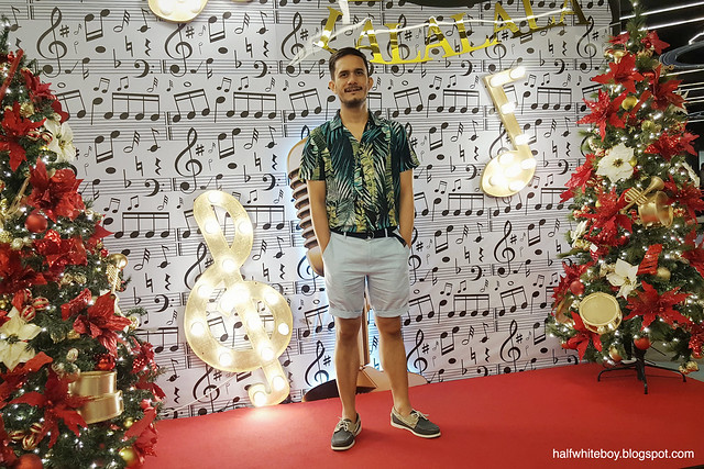 halfwhiteboy - Tropical print shirt and linen shorts 01