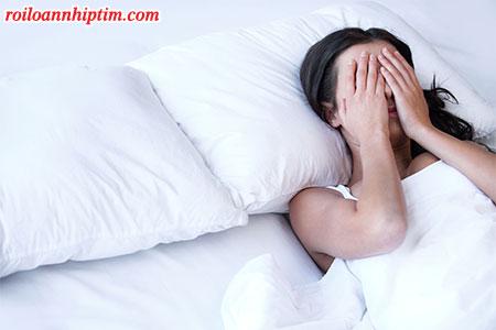 Hồi hộp, tim đập nhanh khi ngủ: nguyên nhân và cách giảm nhịp tim